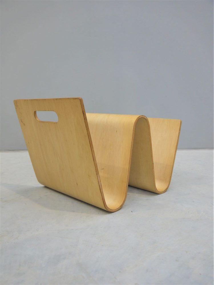 Sori Yanagi Style – Bent Ply Magazine Rack