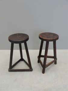 English – Pair of Cutlers / Lab Stools